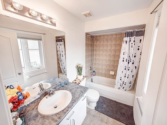 Detached at 160 Alfred Smith Way, Newmarket, Ontario. Image 3