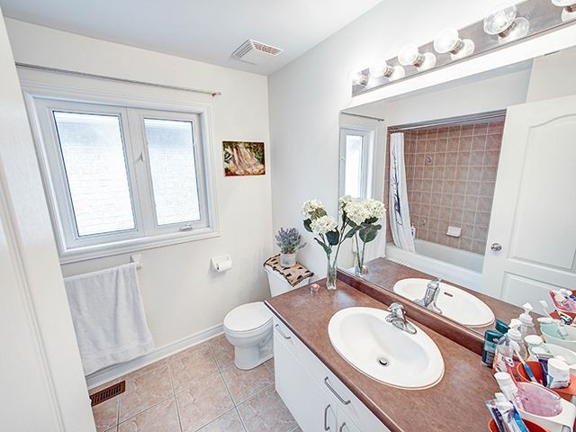 Detached at 160 Alfred Smith Way, Newmarket, Ontario. Image 7