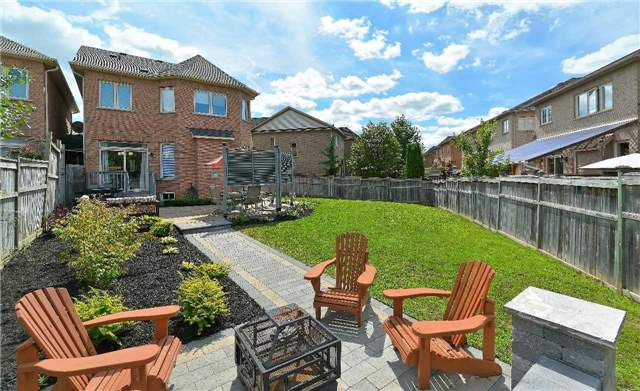 Link at 39 Waldron Cres, Richmond Hill, Ontario. Image 9