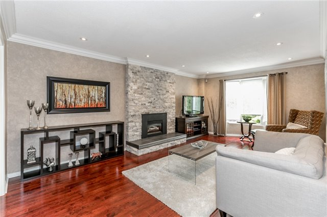 Detached at 11 Meyer Circ, Markham, Ontario. Image 2