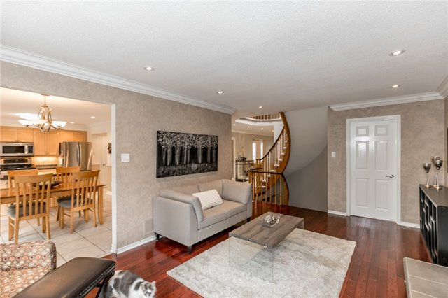 Detached at 11 Meyer Circ, Markham, Ontario. Image 3