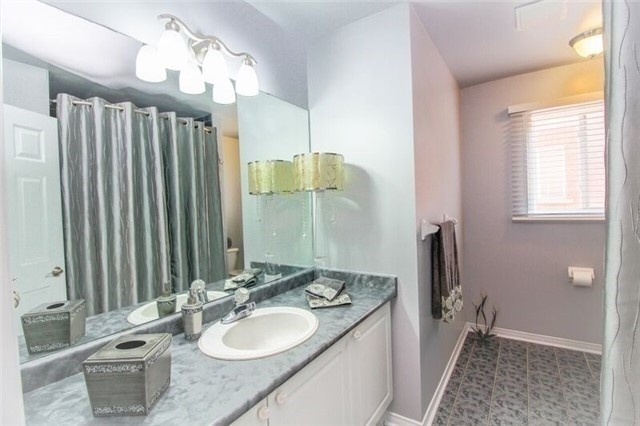 Detached at 468 Cranston Park Ave, Vaughan, Ontario. Image 3