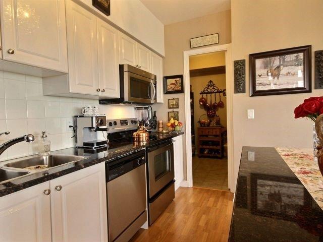 Condo Apartment at 9225 Jane St, Unit 1005, Vaughan, Ontario. Image 2