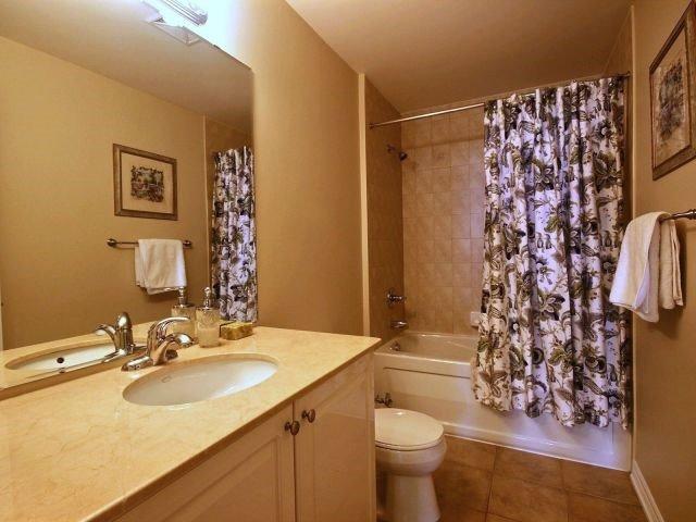 Condo Apartment at 9225 Jane St, Unit 1005, Vaughan, Ontario. Image 9