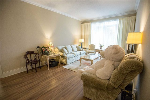 Condo Apartment at 10101 Yonge St, Unit 117, Richmond Hill, Ontario. Image 4