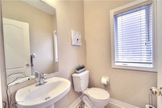 Semi-detached at 23 Hoppington Ave, Whitchurch-Stouffville, Ontario. Image 19