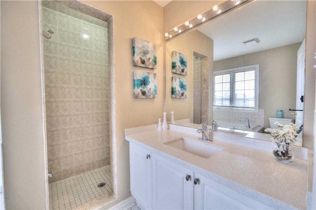 Semi-detached at 23 Hoppington Ave, Whitchurch-Stouffville, Ontario. Image 4