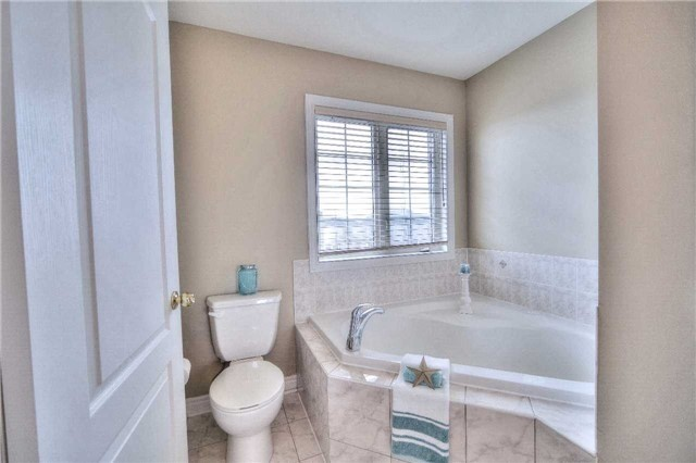 Semi-detached at 23 Hoppington Ave, Whitchurch-Stouffville, Ontario. Image 5