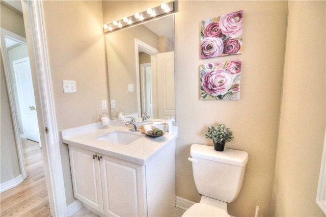 Semi-detached at 23 Hoppington Ave, Whitchurch-Stouffville, Ontario. Image 11