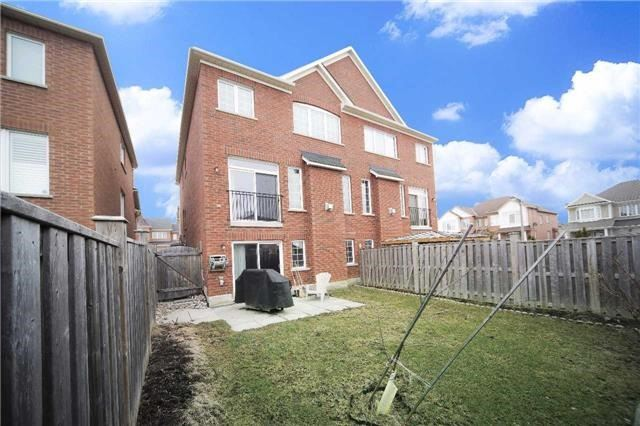 Semi-detached at 23 Hoppington Ave, Whitchurch-Stouffville, Ontario. Image 13