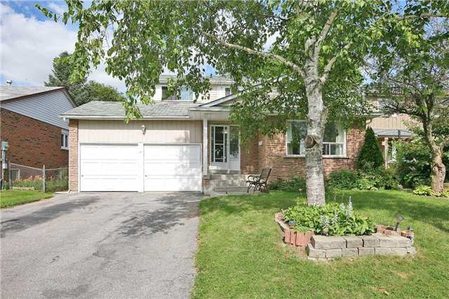 Detached at 41 Howlett Ave, Newmarket, Ontario. Image 1