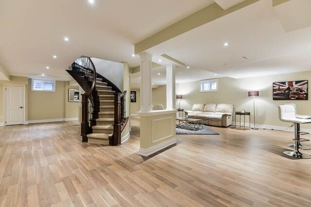 Detached at 17 Clarendon Dr, Richmond Hill, Ontario. Image 8
