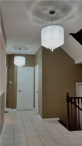 Detached at 126 Old Colony Rd, Richmond Hill, Ontario. Image 3