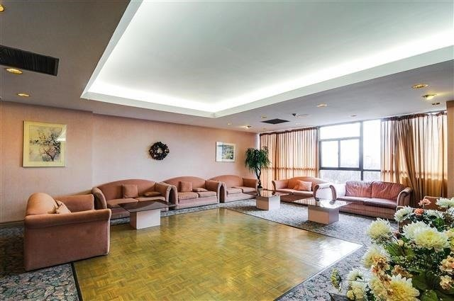 Condo Apartment at 8501 Bayview Ave, Unit 618, Richmond Hill, Ontario. Image 2
