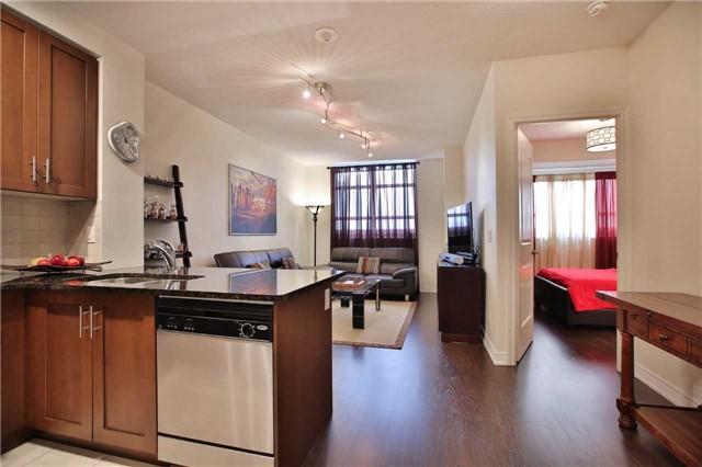 Condo Apartment at 9245 Jane St, Unit 402, Vaughan, Ontario. Image 12