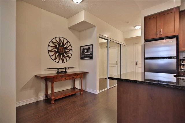 Condo Apartment at 9245 Jane St, Unit 402, Vaughan, Ontario. Image 15