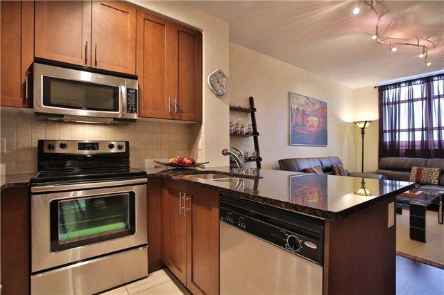 Condo Apartment at 9245 Jane St, Unit 402, Vaughan, Ontario. Image 18