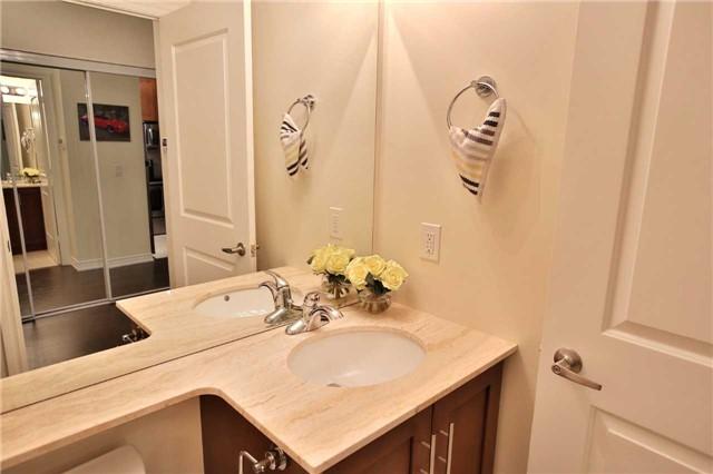 Condo Apartment at 9245 Jane St, Unit 402, Vaughan, Ontario. Image 3