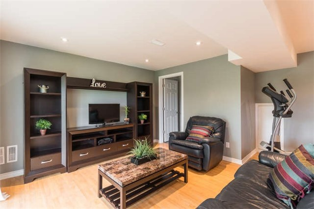 Townhouse at 259 Chilcott Cres, Newmarket, Ontario. Image 8
