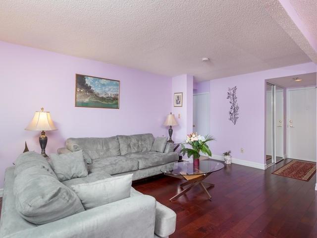 Condo Apartment at 5 Weldrick Rd E, Unit 103, Richmond Hill, Ontario. Image 14