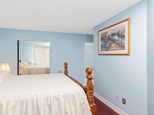 Condo Apartment at 5 Weldrick Rd E, Unit 103, Richmond Hill, Ontario. Image 2