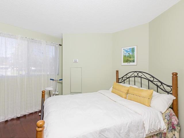 Condo Apartment at 5 Weldrick Rd E, Unit 103, Richmond Hill, Ontario. Image 4