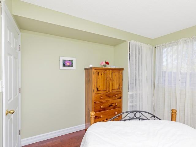 Condo Apartment at 5 Weldrick Rd E, Unit 103, Richmond Hill, Ontario. Image 5
