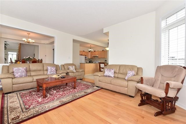 Detached at 1 Greengage St, Markham, Ontario. Image 2