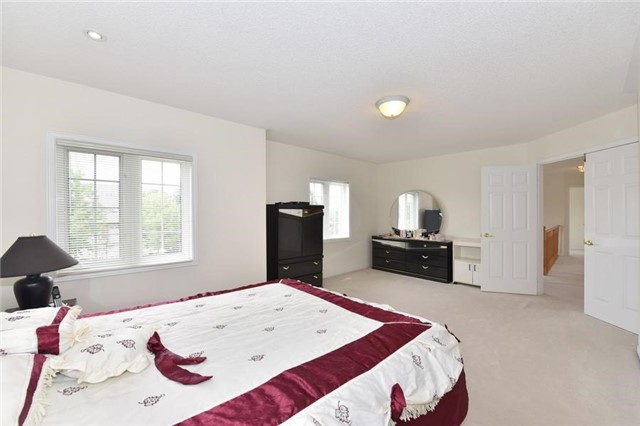 Detached at 1 Greengage St, Markham, Ontario. Image 4