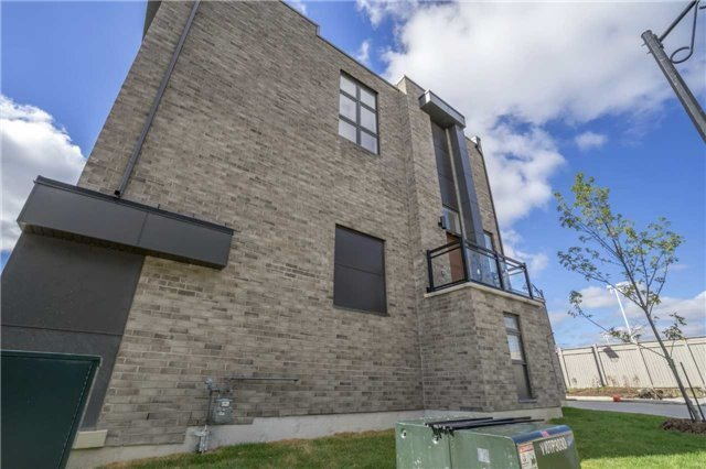 Townhouse at 1 Thorncrest Dr, Vaughan, Ontario. Image 12