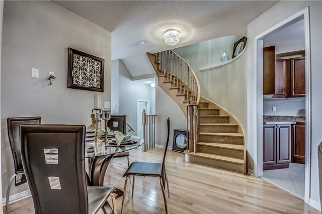Townhouse at 32 Walter Sinclair Crt, Richmond Hill, Ontario. Image 4