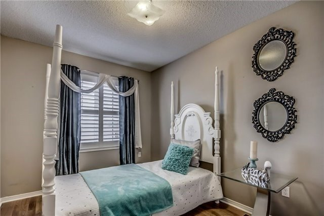 Townhouse at 32 Walter Sinclair Crt, Richmond Hill, Ontario. Image 8