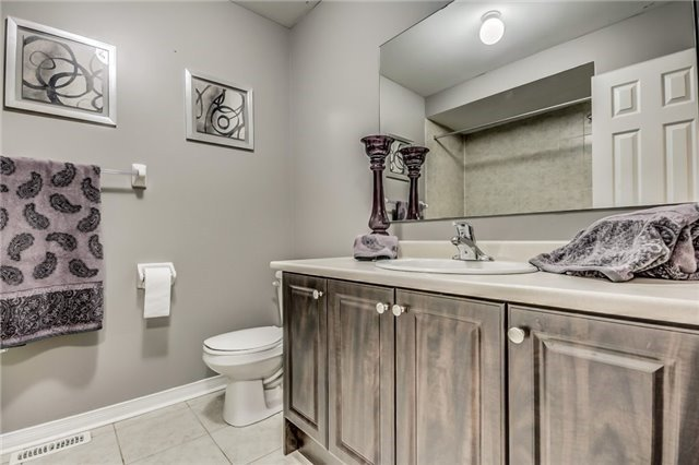 Townhouse at 32 Walter Sinclair Crt, Richmond Hill, Ontario. Image 11