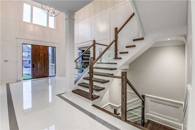 Detached at 31 Winterlude Crt, Vaughan, Ontario. Image 3
