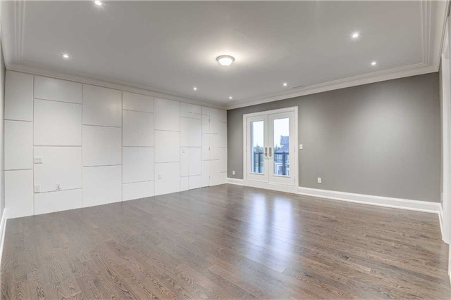 Detached at 31 Winterlude Crt, Vaughan, Ontario. Image 4