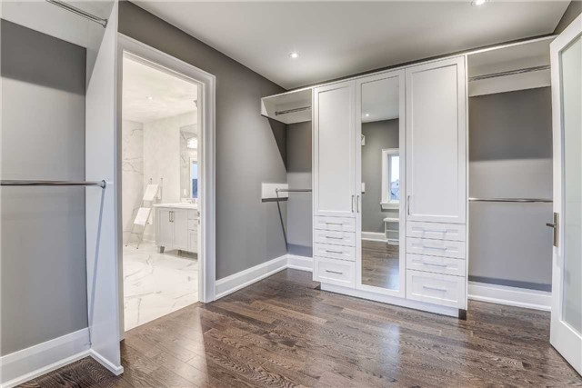 Detached at 31 Winterlude Crt, Vaughan, Ontario. Image 5