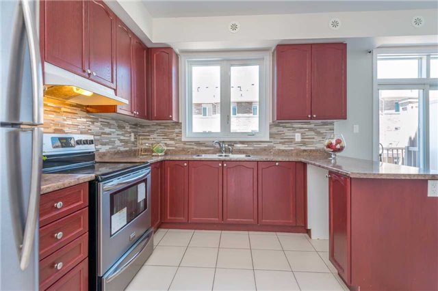 Condo Townhouse at 38 Comely Way, Markham, Ontario. Image 2