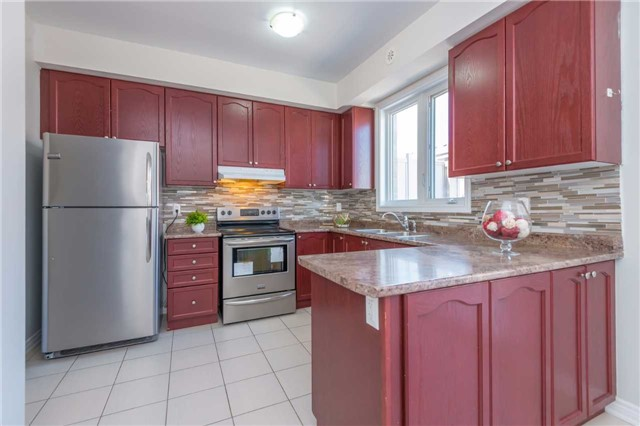 Condo Townhouse at 38 Comely Way, Markham, Ontario. Image 3