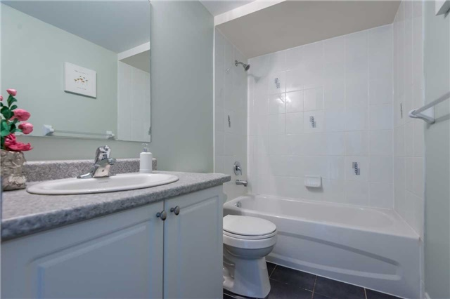 Condo Townhouse at 38 Comely Way, Markham, Ontario. Image 10