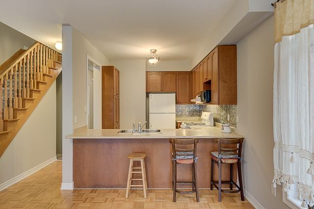 Townhouse at 4 Zola Gate, Vaughan, Ontario. Image 3