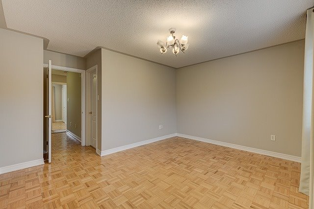 Townhouse at 4 Zola Gate, Vaughan, Ontario. Image 7
