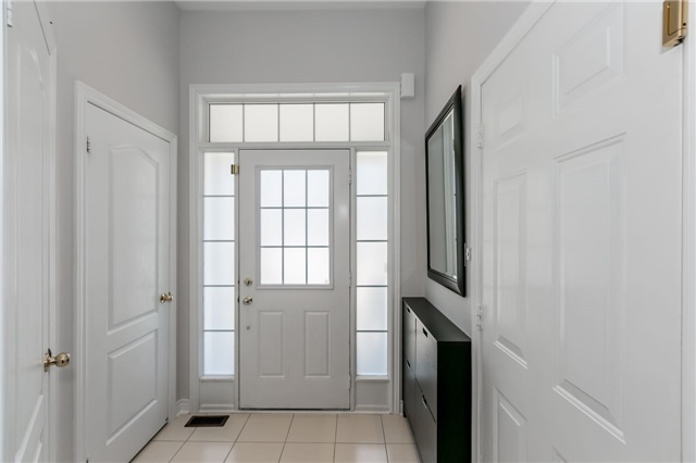 Townhouse at 14 Rogers Tr, Bradford West Gwillimbury, Ontario. Image 12