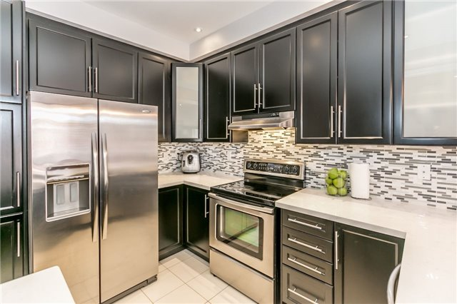 Townhouse at 14 Rogers Tr, Bradford West Gwillimbury, Ontario. Image 2