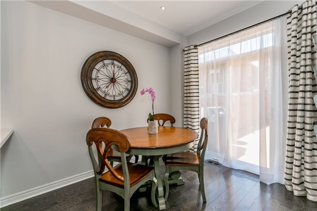 Townhouse at 14 Rogers Tr, Bradford West Gwillimbury, Ontario. Image 3