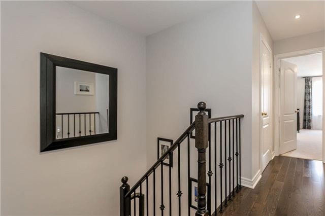 Townhouse at 14 Rogers Tr, Bradford West Gwillimbury, Ontario. Image 4