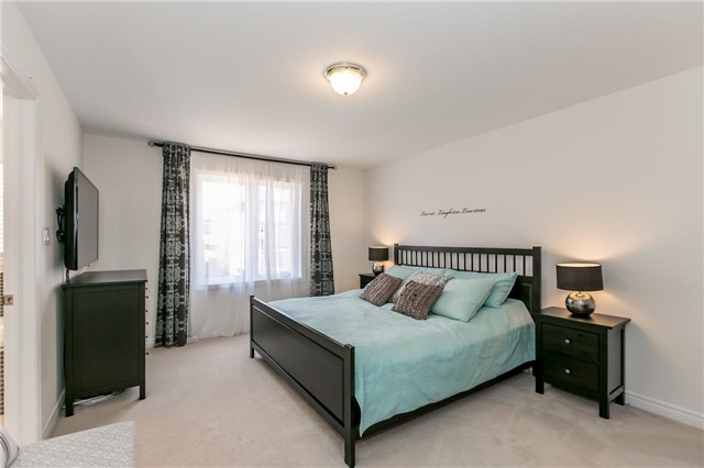 Townhouse at 14 Rogers Tr, Bradford West Gwillimbury, Ontario. Image 5