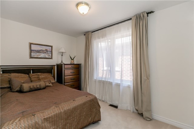 Townhouse at 14 Rogers Tr, Bradford West Gwillimbury, Ontario. Image 7