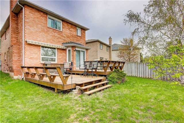 Detached at 20 Cougar Crt, Richmond Hill, Ontario. Image 10