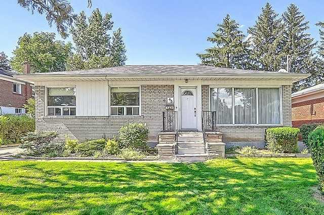 Detached at 43 Boothbay Cres, Newmarket, Ontario. Image 1