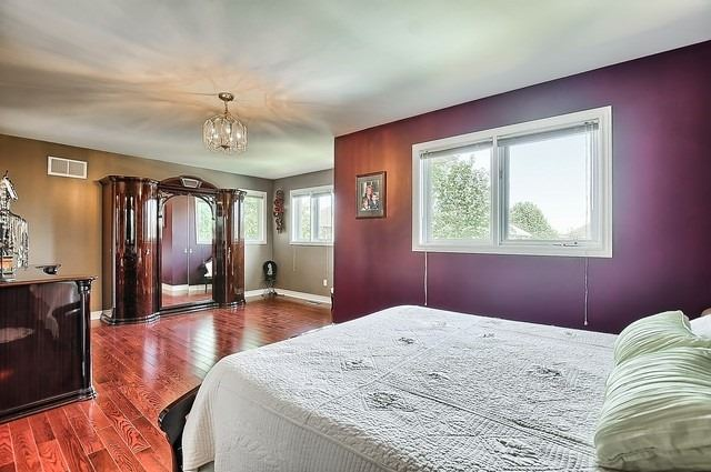 Detached at 583 Goodyear Cres, Newmarket, Ontario. Image 2